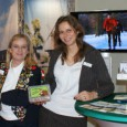 """Auf der Vakantiebeurs in Utrecht stellten Monika Westerhoff-Boland und Tina Schumacher von Isselburg activ Marketing (IaM) den holländischen Gästen zunächst die erste Auflage der """"Isselburger […]"""