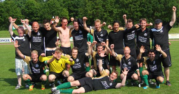 Der SuS Isselburg gewinnt 4:0 und startet zur Meisterfeier.