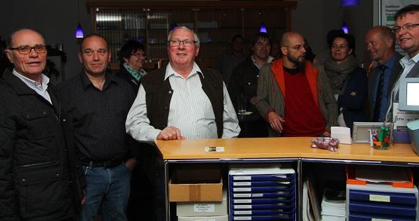 Mitglieder der Parteien warten auf die Wahlergebnisse