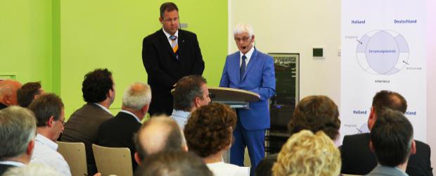 Mike Broikhuizen (links) und Ulrich Kirchner eröffneten und moderierten die Auftaktveranstaltung (Foto: Frithjof Nowakewitz)
