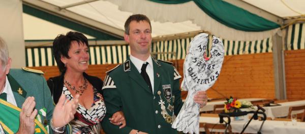 Jürgen Tiemeßen und Gaby Angenendt bilden das neue Vehlinger Kaiserpaar (Foto: Frithjof Nowakewitz)