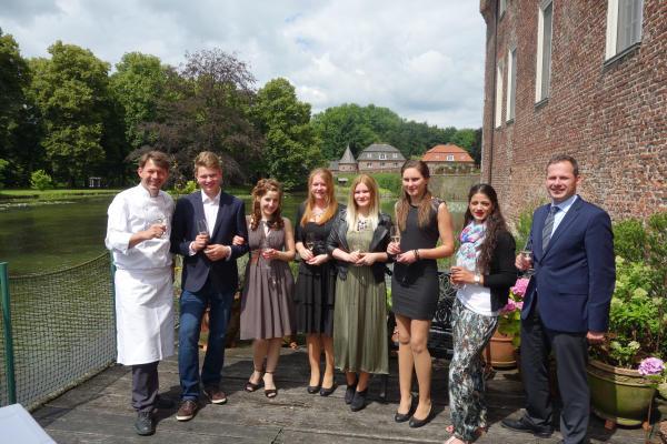 Nach dem offiziellen Teil in Borken wurde auf der Terrasse des Restaurant des Parkhotels noch ein wenig gefeiert. (Foto: Privat)