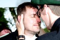 Stefan Elskamp (rechts) gratuliert dem neuen Schützenkönig
