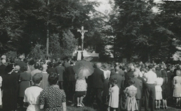 Das Bild zeigt eine Messfeier auf der Schneidkuhle (Foto: Privat)
