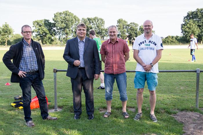 Olaf Biermann, Christoph Angenendt vom SuS Isselburg und Ludger Bonnes und Jörng Benning vom FC Heelden (von links) planten viele Monate den Start der Spielgemeinschaft