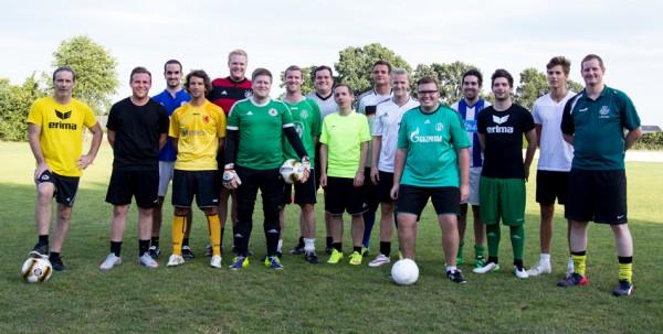 Die Trainer Christian Stolz (auf dem Foto links) und Christoph Biermann (ganz rechts) trainieren das SG-Team gemeinsam