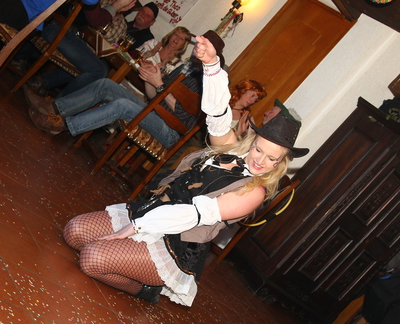 Cilli Löwe riss mit ihrem Tanz die Besucher von den Stühlen