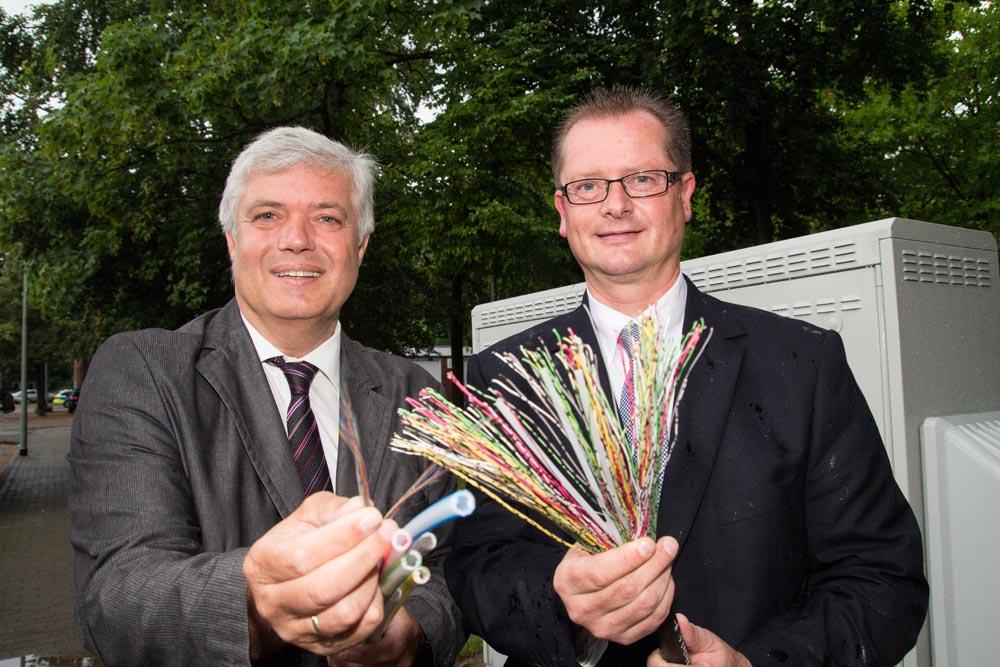 Hans-Willi Baumanns (links) und Michael Carbanje freuen sich auf den Vectoring-Ausbau (Foto: Frithjof Nowakewitz)
