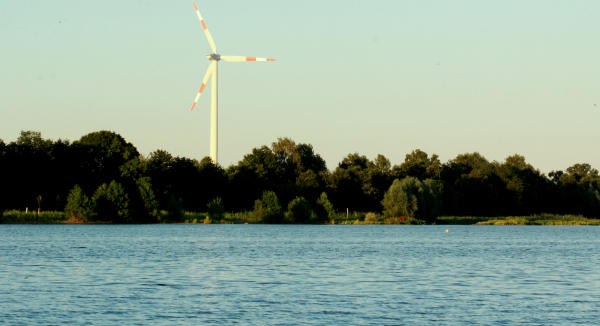 Bei den jetzigen Temperaturen wäre es schon schön, wenn man sich in die kühlen Fluten im Baggersee in Werth stürzen könnte
