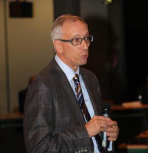 Dr. Detlef Garbe moderierte den gestrigen Abend