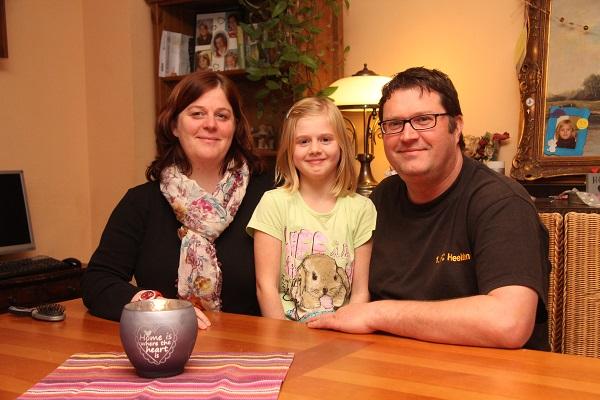Ina und Tim Schneider (links und rechts), sowie Tochter Lotta wollen die Sekundarschule