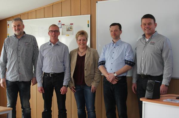 Norbert (2.v.l.) und Sandra Zey eröffneten in Werth ihre dritte Filiale