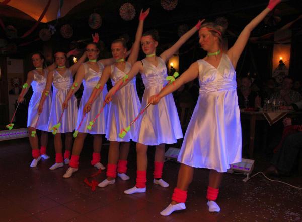 mgv_karneval_taenzerinnen_bericht