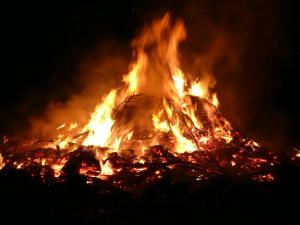 Osterfeuer in Vehlingen