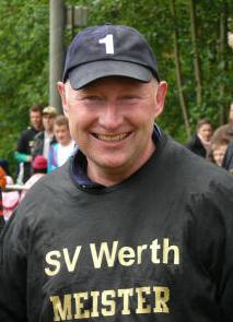 Trainer Hans-Georg Trinker bei dem Aufstieg mit dem SV Werth in die Kreisliga A (Archivfoto IL)