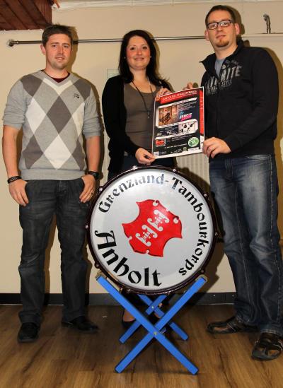 Daniel Willing, Marina Strauch und Daniel Daniels (v.l.) vom Grenzlandtambourcorps haben sich zum 65. Stiftungsfest viele Gäste eingeladen