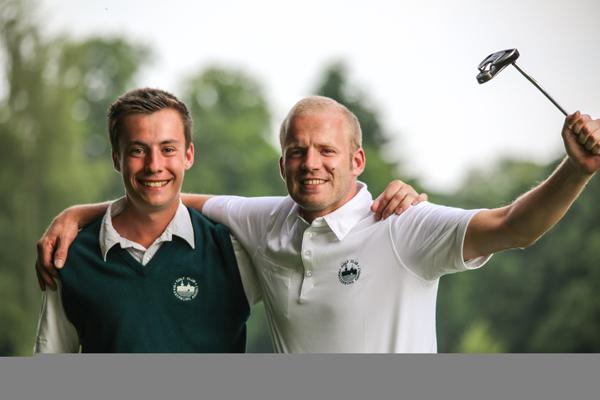 Maik Lentfort (Vreden) und Martin Schlichtenbrede (Emmerich) spielten eine sensationelle 65-Runde (Foto: GC Anholt)