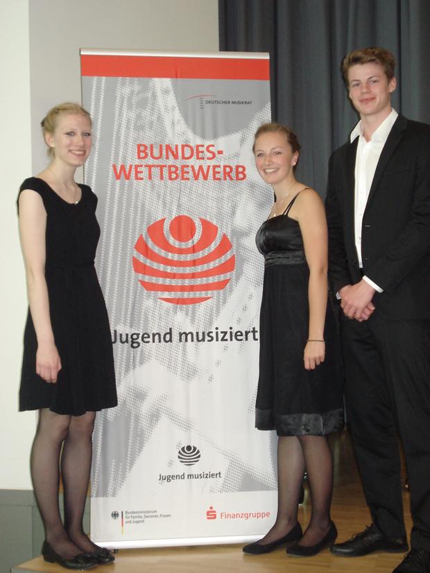 Ricarda Häusler, Katharina Zey und Tim Hakvoort errangen beim Bundeswettbewerb den 3. Preis (Foto: Privat)