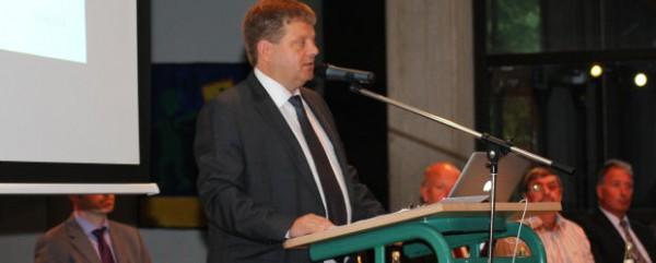 Roland Schweckhorst stand als Vorstandsvorsitzender der Genossenschaft den Besuchern Rede und Antwort