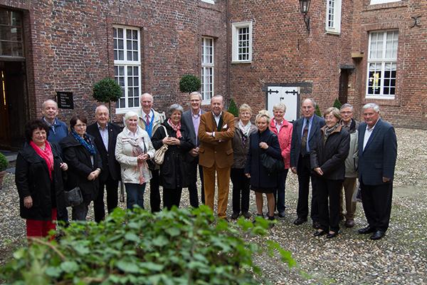Hausherr S.D. Carl Philipp zu Salm-Salm (Bildmitte) begrüßte die ehemaligen Kirchenmusiker (Foto: Frithjof Nowakewitz)