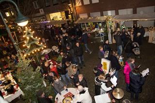 Großer Andrang herrschte beim Anholter Adventsmarkt 2014 (Archivbild: Frithjof Nowakewitz)