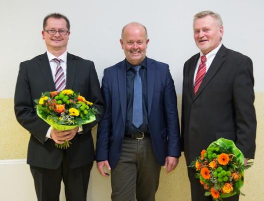 Michael Cabanje (links) ist der neue allgemeine Vertreter des Bürgermeisters. Mit ihm freute sich auch sein Vorgänger Klaus Dieter Spaan (rechts)