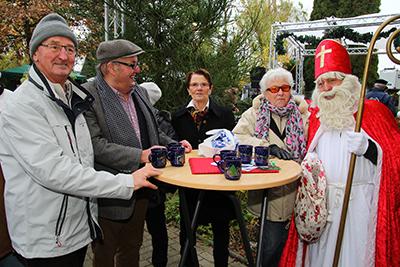 Auch der Nikolaus gönnte sich in Heelden ein kleines Pläuschchen