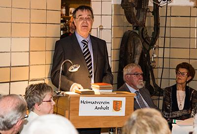 Professor Dr. Werner Wenig aus Dorsten berichtete aus dem Leben von Maria Lenzen (Foto: Frithjof Nowakewitz)