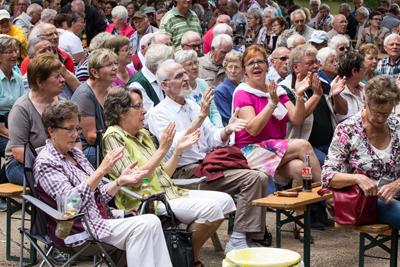 Viele Besucher sangen und klatschten bei den Darbietungen der Musiker fleißig mit. (Foto: Frithjof Nowakewitz)