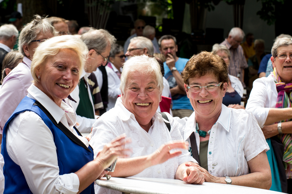 Anneliese Weyers (Mitte) und Agnes Bergmann (rechts) sind Stammgäste beim Harmonikafestival (Foto: Frithjof Nowakewitz)