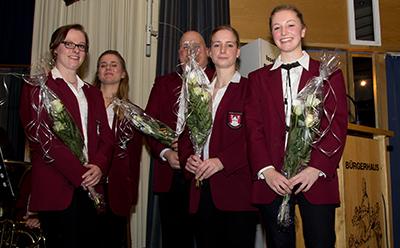 Anna Vennemann, Nina Duesing, Sarah Theyssen, Katharina Zey und Stephan Moos erhielten für ihren Solopart viel Beifall
