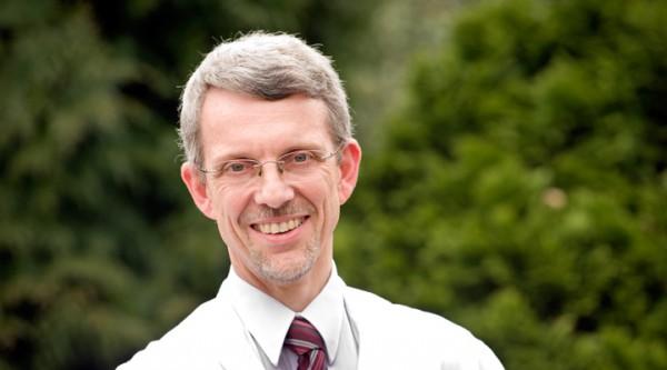 Prof. Dr. med. Michael Haupts, Ärztlicher Direktor und Chefarzt des Augustahospitals Anholt, freut sich über seine Berufung zur außerplanmäßigen Professur (Foto: Augustahospital)