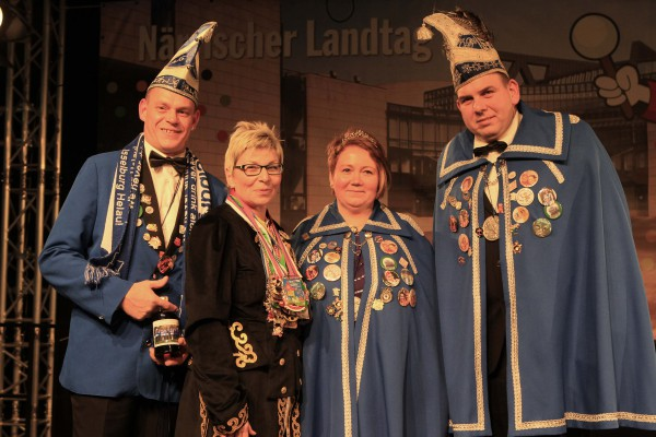 Von links: Christoph Kock, Landtagspräsidentin Carina Gödecke und das Isselburger Prinzenpaar (Foto: Landtag NRW / Schälte)
