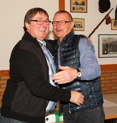 Joachim Peters (links) verabschiedet Klemens Nienhaus