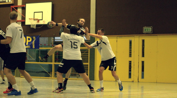 Handballer gewinnen gegen Rheinhausen