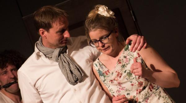Im Theaterstück der Grenzlandlaienspieler geht es um Verwicklungen, um Liebe und um Mord