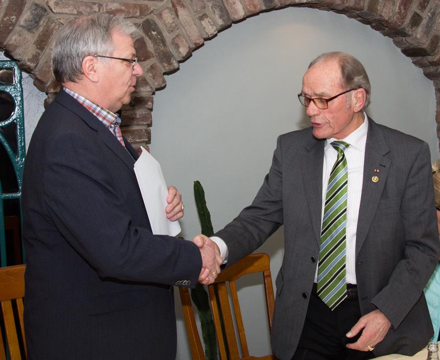 Clemens Stockhorst (links) verabschiedet Paul Biermann