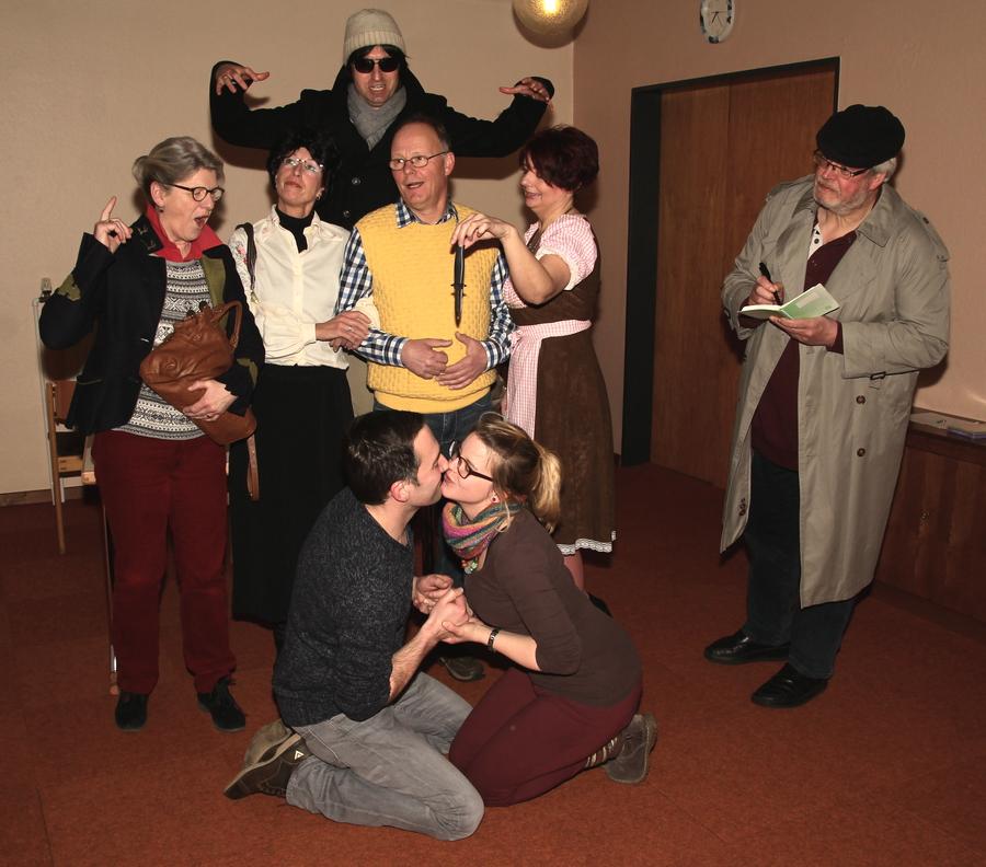 Hinten: René Kanthem Mitte v.l. Doris Bruns, Michaela Humölle-Strube, Hannes Wiesmann, Conny Berger, Alfons Eising. Vorne: Frank Konnik und Linda Gebbing (Foto: Frithjof Nowakewitz)