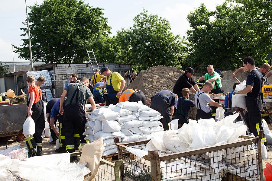 Ca. 15.000 Sandsäcke sollten am Bauhof befüllt werden.