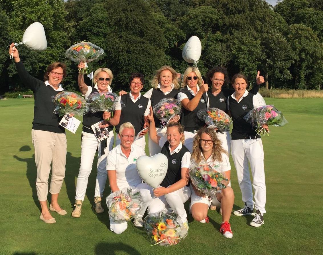 So sehen Sieger aus! Anholt´s Golf-Damen feiern Meisterschaft und Aufstieg