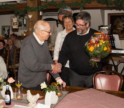 Theodor Veelken (links) ist seit 70 Jahre Mitglied des Pfarrcäcilienchor Anholt