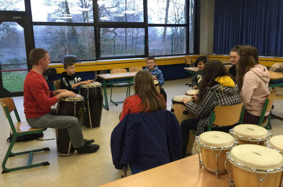 Verbundschule und Musikschule kooperieren in einem Schlagzeugprojekt