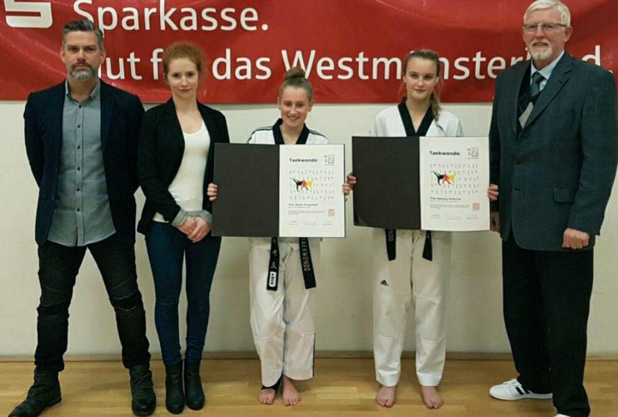 Teakwondo-Sportlerinnen legen Prüfung ab