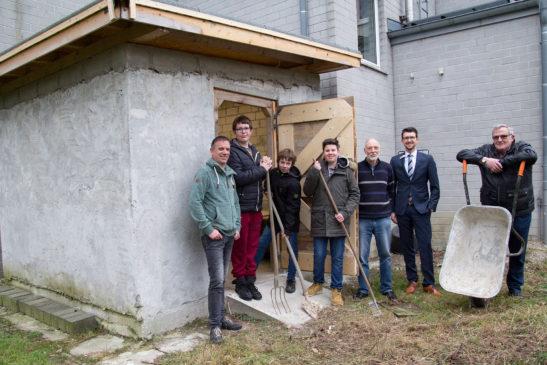 Drei Lehrer, drei Schüler und ein Gartenhaus