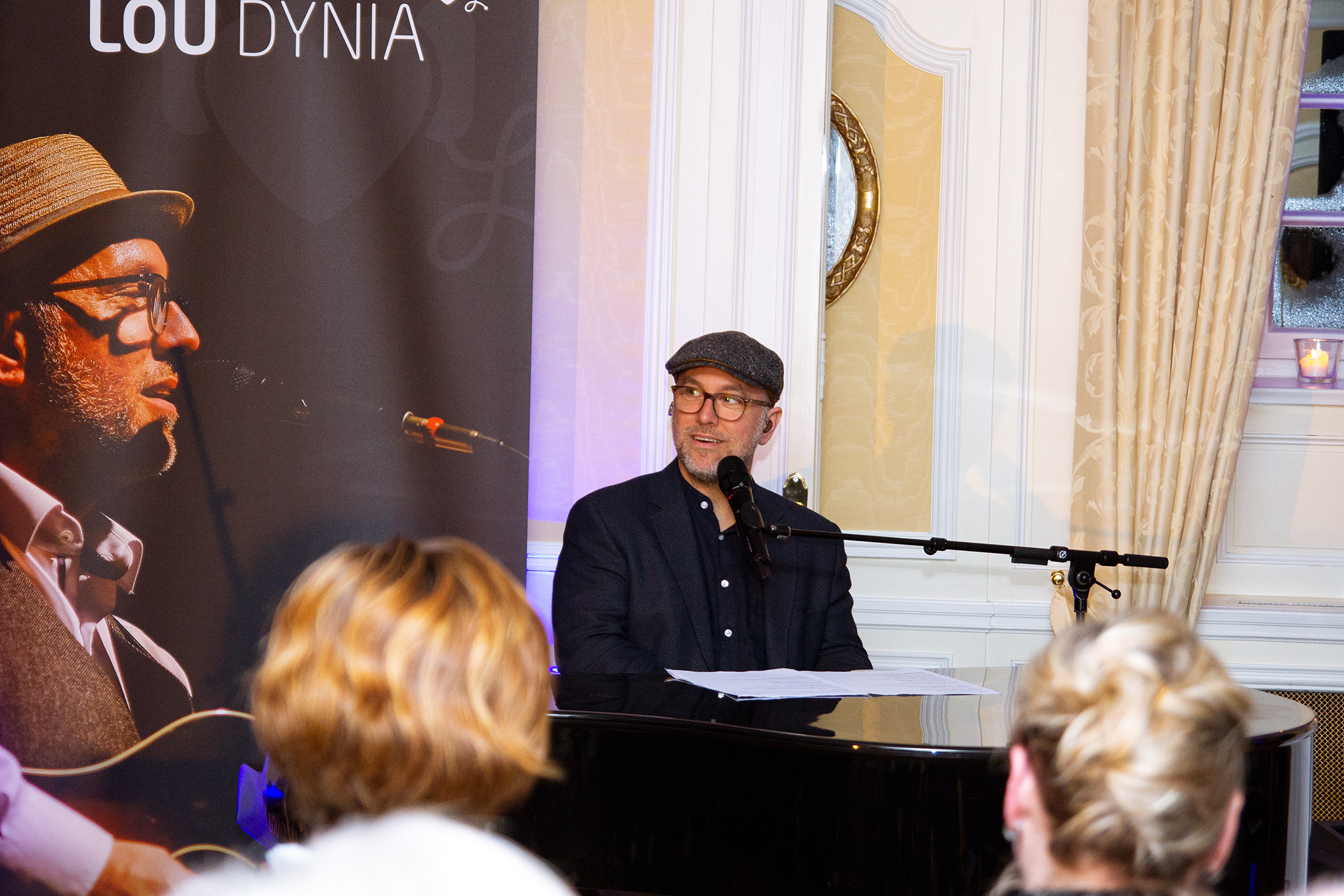 Lou Dynia verzauberte sein Publikum im Parkhotel Wasserburg