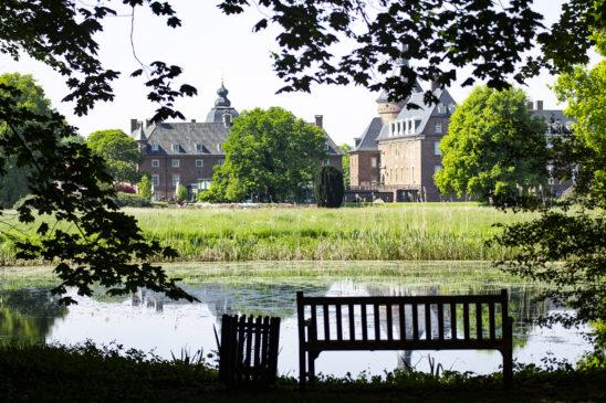 Am dem 1. August ist der Park der Wasserburg Anholt wieder für Besucher geöffnet
