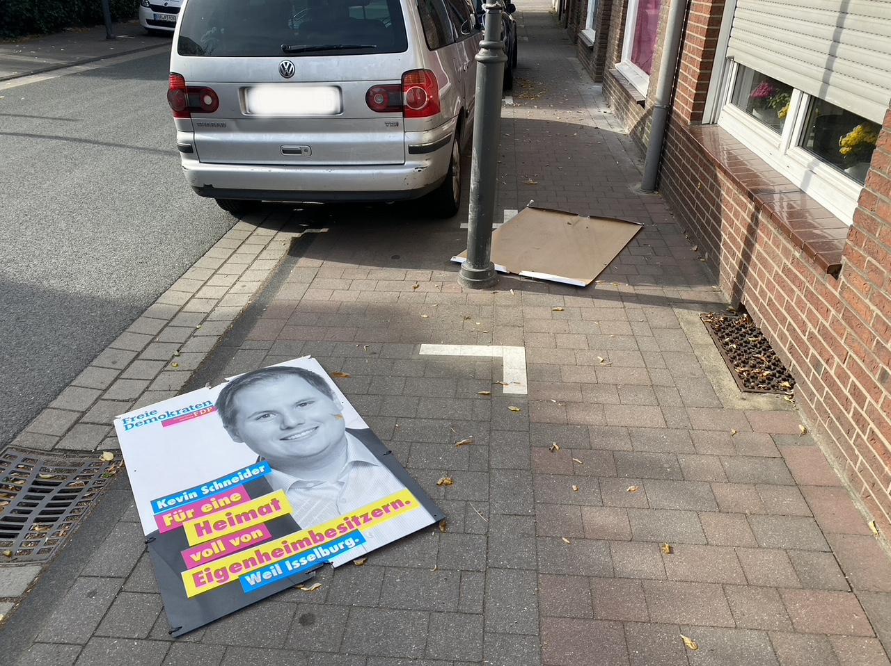 Vandalen zerstören Wahlplakate der FDP