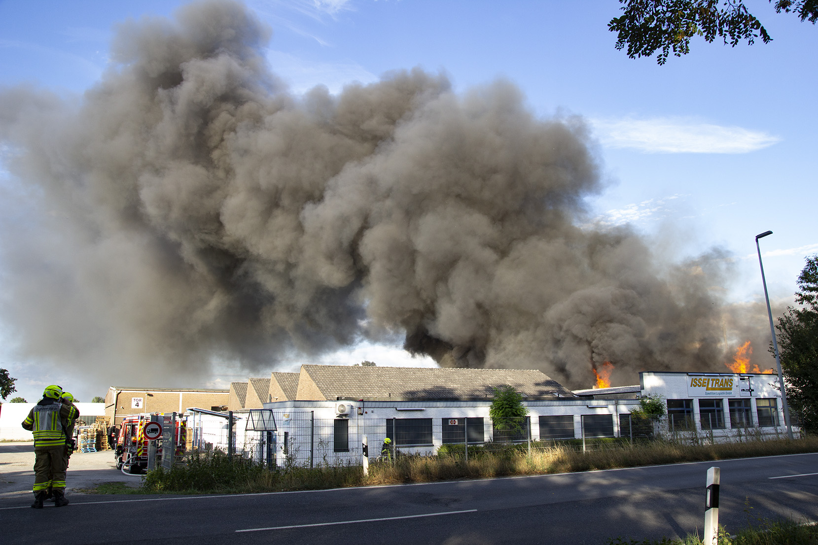 Großbrand bei Spedition Isseltrans