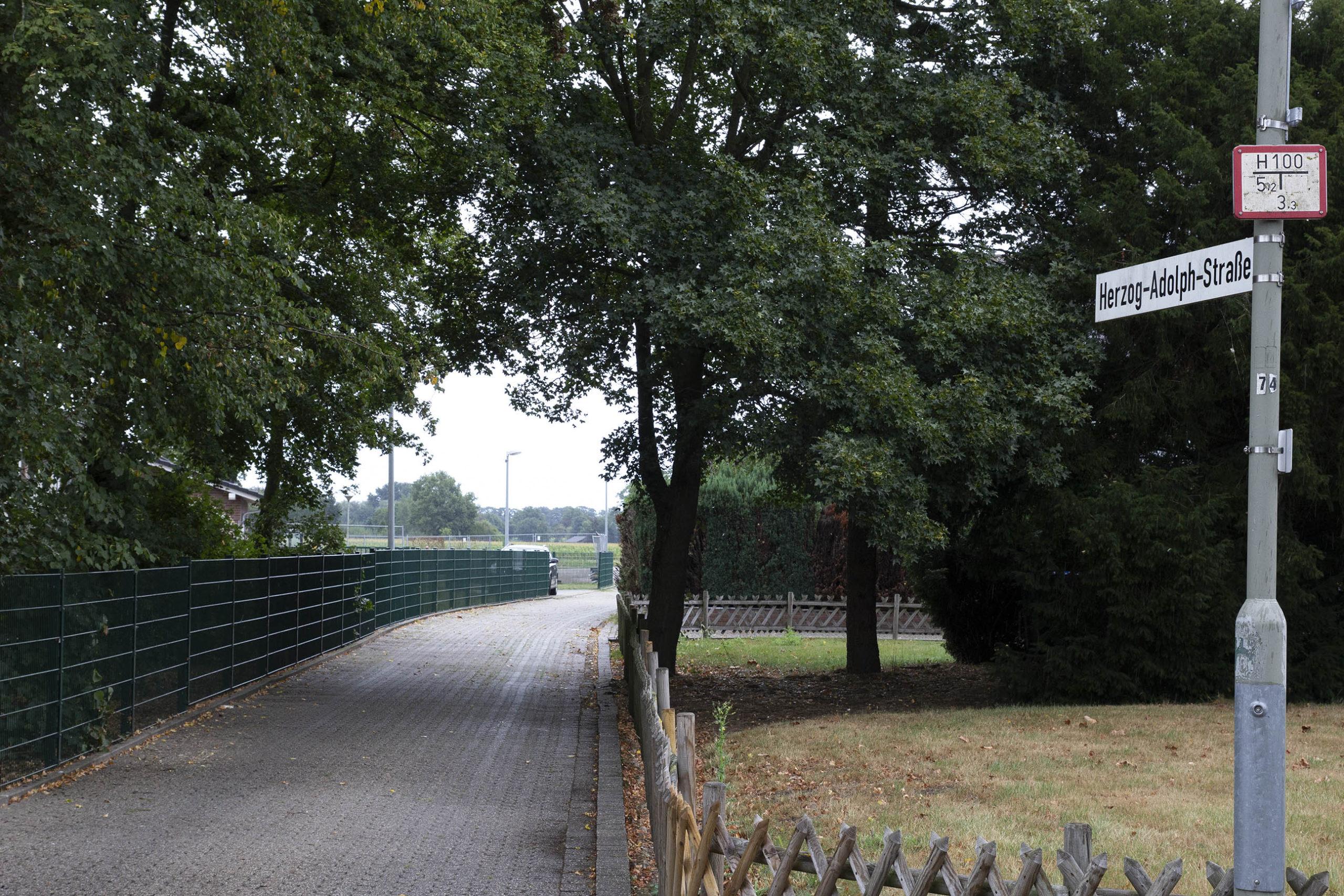 Neue Verkehrsregelung für die Herzog-Adolph-Straße