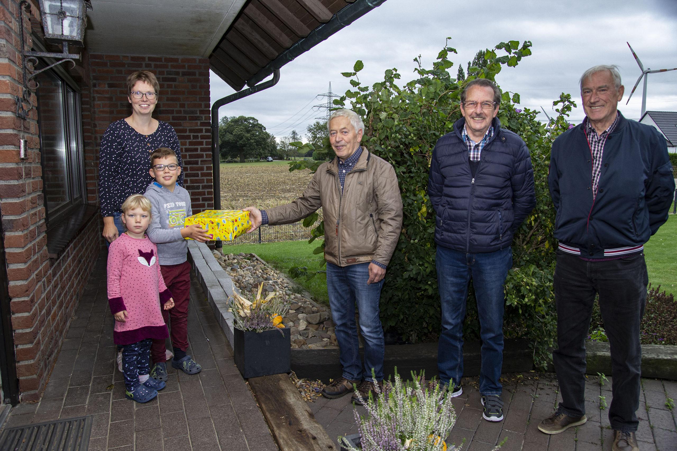 Chris Kamps aus Heelden gewinnt Sonnenblumenwettbewerb